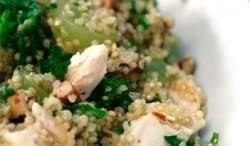 Ensalada de quinoa, pollo, uvas y almendras